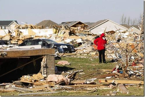 chi-tornado18mess-20131118